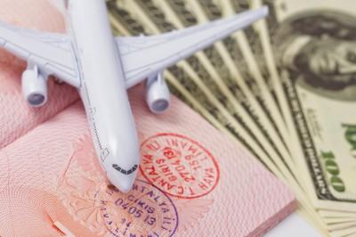 Flugzeug, Reisepass, Dollar (Reisekosten)