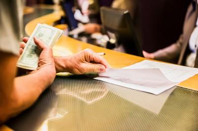 Hotelrezeption, Rechnung, Bargeld (Reisekosten)