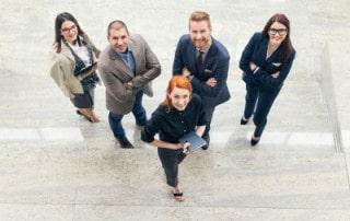 Mitarbeiter (Human Resources / HR) in Eingangshalle