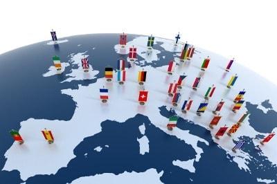 Europäischer Kontinent mit Flaggen der Länder